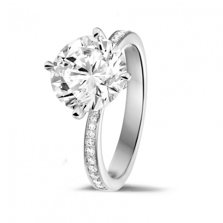 3.00 caraat diamanten solitaire ring in platina met zijdiamanten
