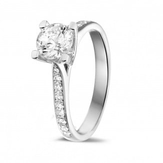 - 1.00 karaat diamanten solitaire ring in platina met zijdiamanten