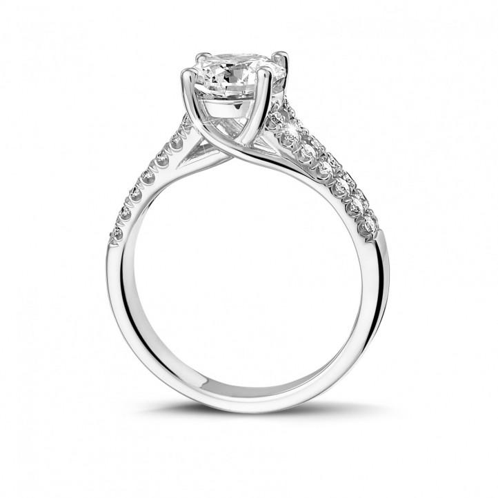 1.00 caraat solitaire ring in platina met zijdiamanten