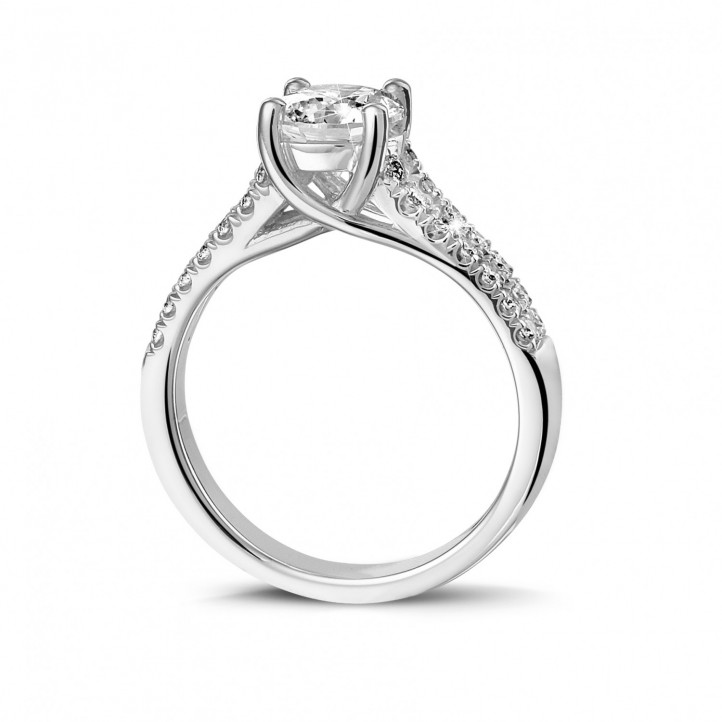1.20 karaat solitaire ring in platina met zijdiamanten