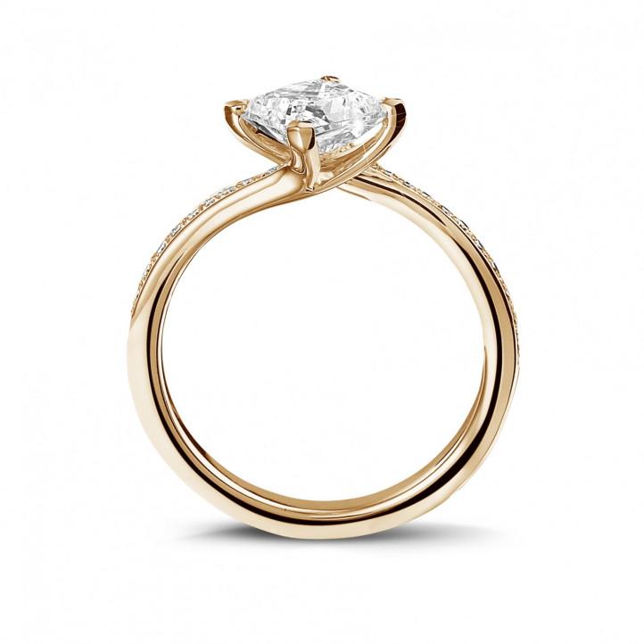 1.20 karaat solitaire ring in rood goud met princess diamant en zijdiamanten