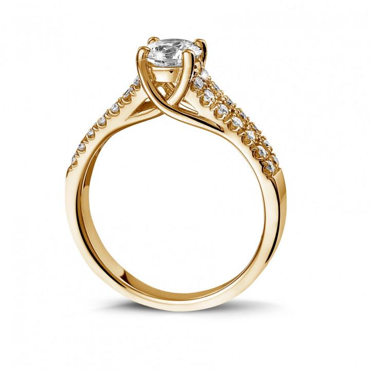 0.70 caraat solitaire ring in geel goud met zijdiamanten