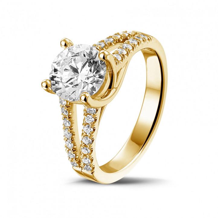 1.50 karaat solitaire ring in geel goud met zijdiamanten