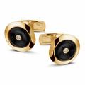 Geelgouden manchetknopen met onyx en een centrale diamant