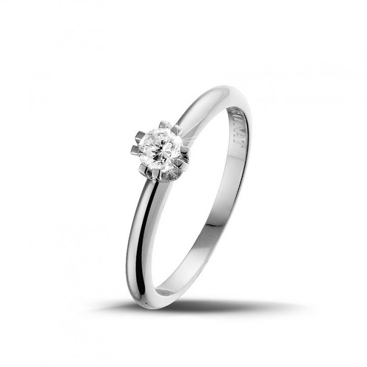 0.25 caraat diamanten solitaire design ring in platina met acht griffen