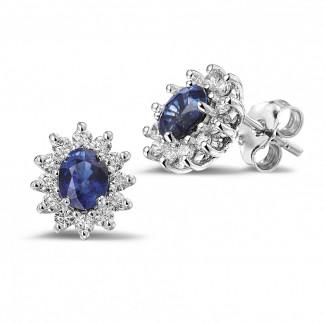 Entourage oorbellen in platina met ovale saffier en ronde diamanten