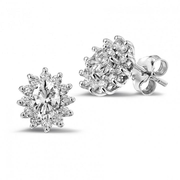 2.00 caraat entourage oorbellen in wit goud met ovale en ronde diamanten