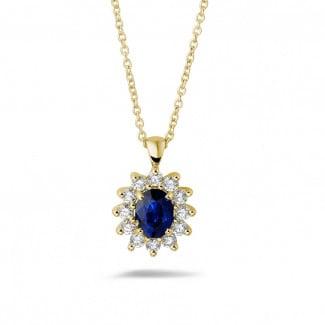 Juwelen met robijn, saffier en smaragd - Entourage hanger in geel goud met ovale saffier en ronde diamanten