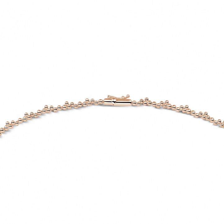 5.85 karaat halsketting in rood goud met ronde en marquise diamanten