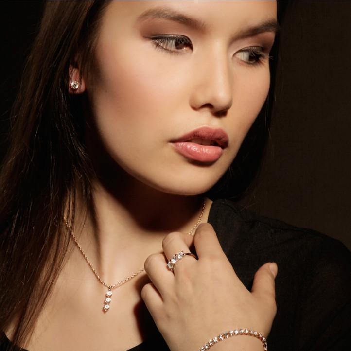 0.30 karaat trilogie diamanten hanger in rood goud