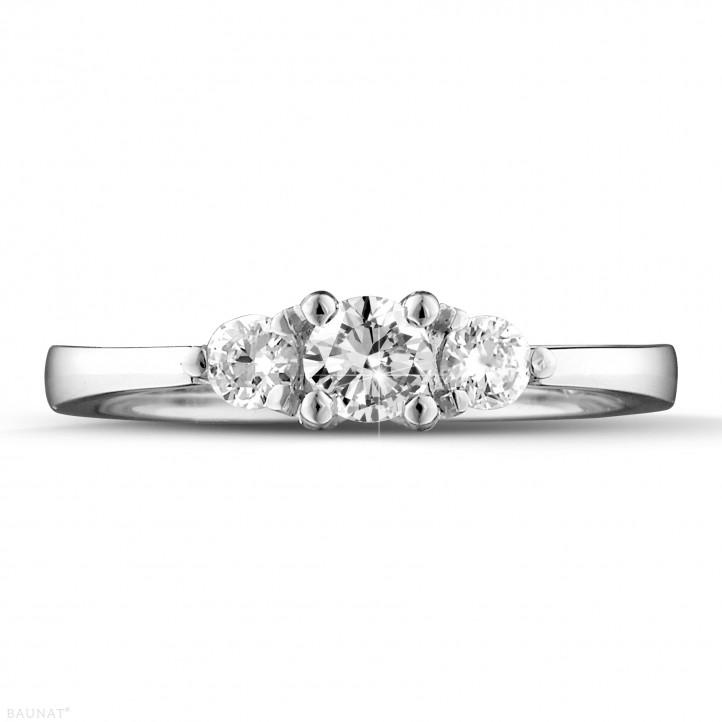 0.45 karaat trilogie ring in wit goud met ronde diamanten