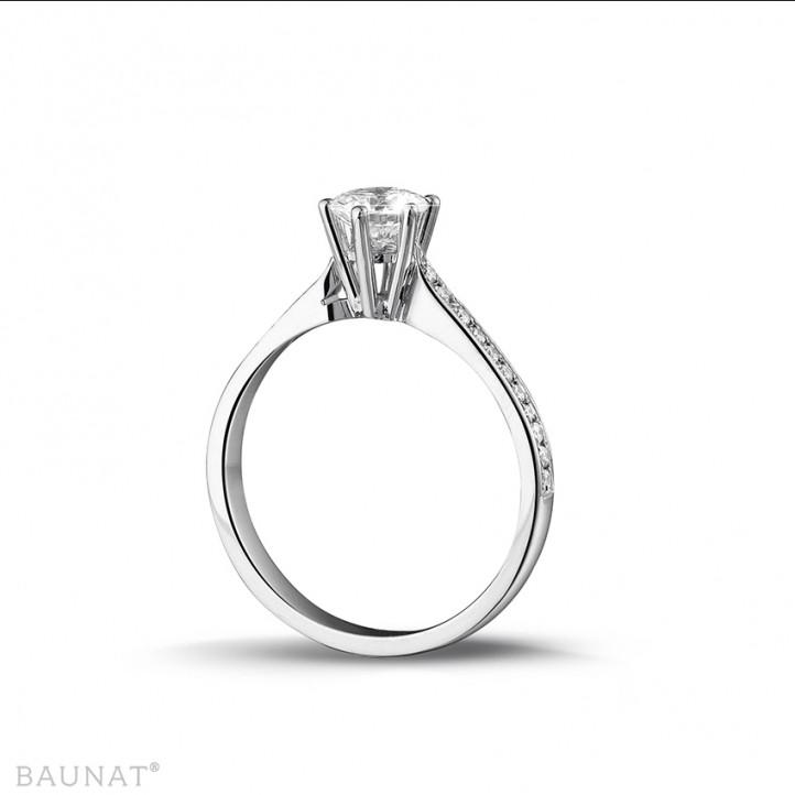 0.75 caraat diamanten solitaire ring in wit goud met zijdiamanten
