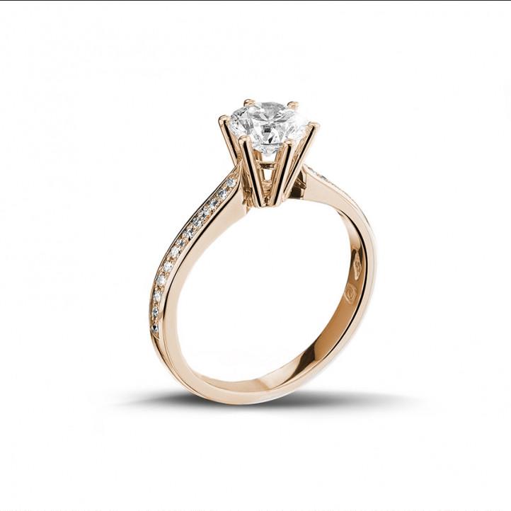 0.90 karaat diamanten solitaire ring in rood goud met zijdiamanten