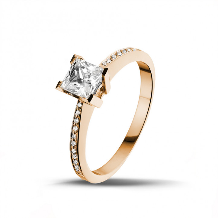 0.70 karaat solitaire ring in rood goud met princess diamant en zijdiamanten