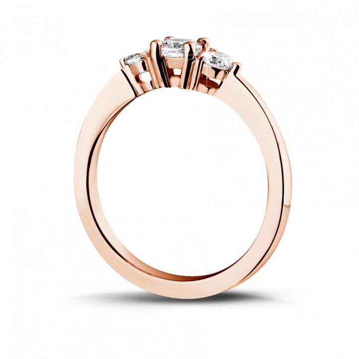 0.45 karaat trilogie ring in rood goud met ronde diamanten