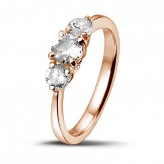0.95 caraat trilogie ring in rood goud met ronde diamanten