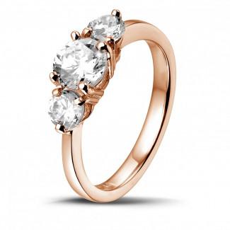1.50 caraat trilogie ring in rood goud met ronde diamanten