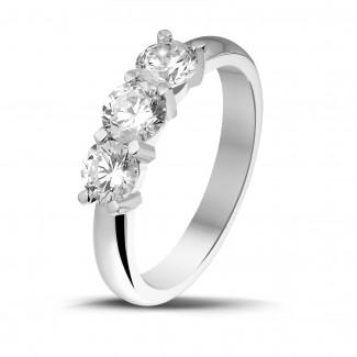 Ringen - 1.00 karaat trilogie ring in wit goud met ronde diamanten