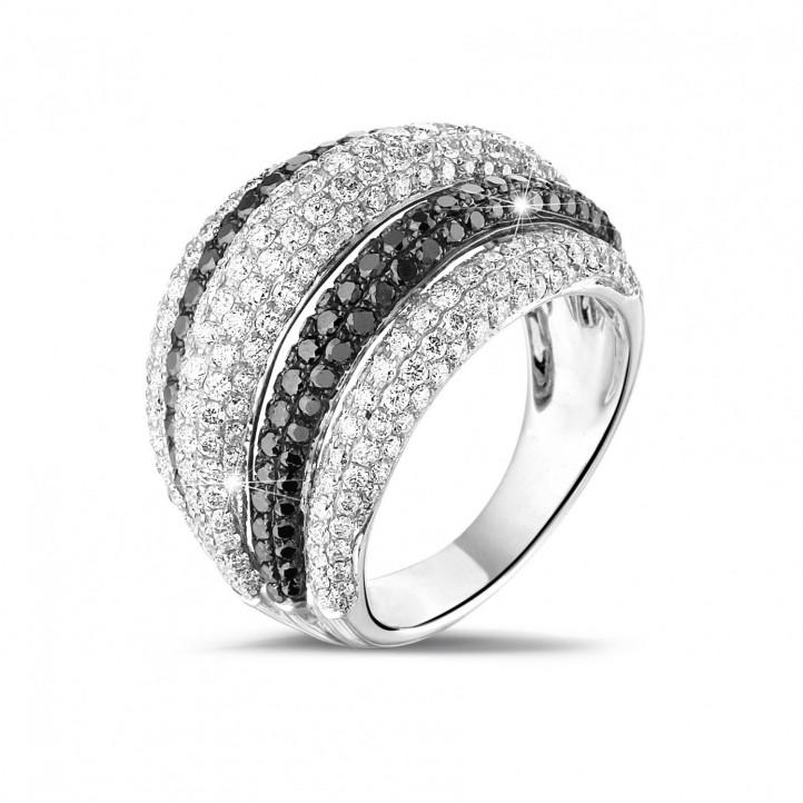 4.30 karaat ring in wit goud met witte en zwarte ronde diamanten