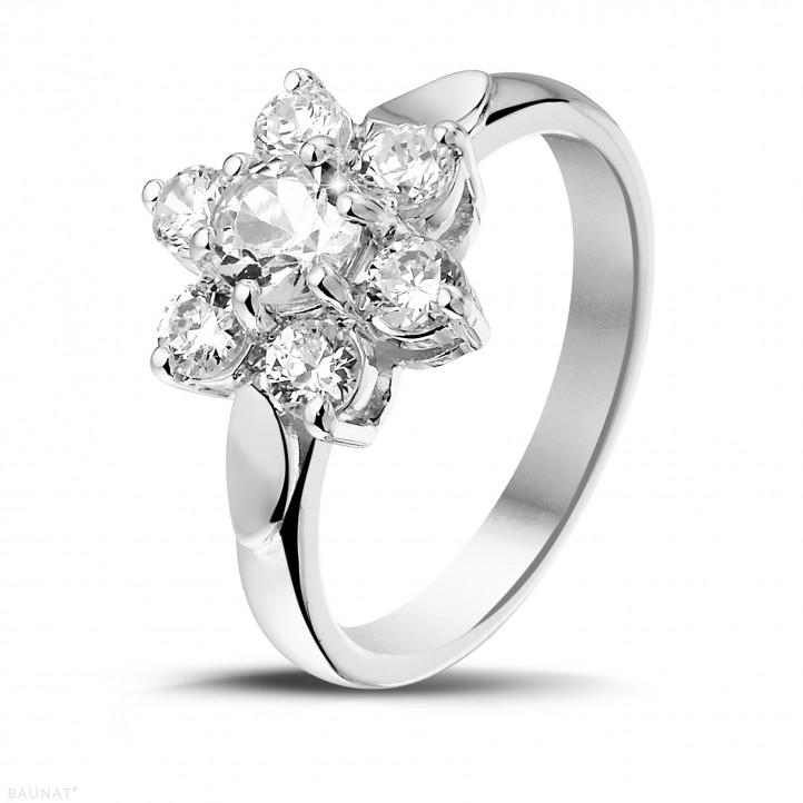 1.15 caraat diamanten bloemenring in wit goud