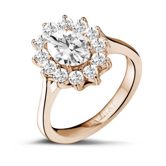 1.85 caraat entourage ring in rood goud met ovale diamant
