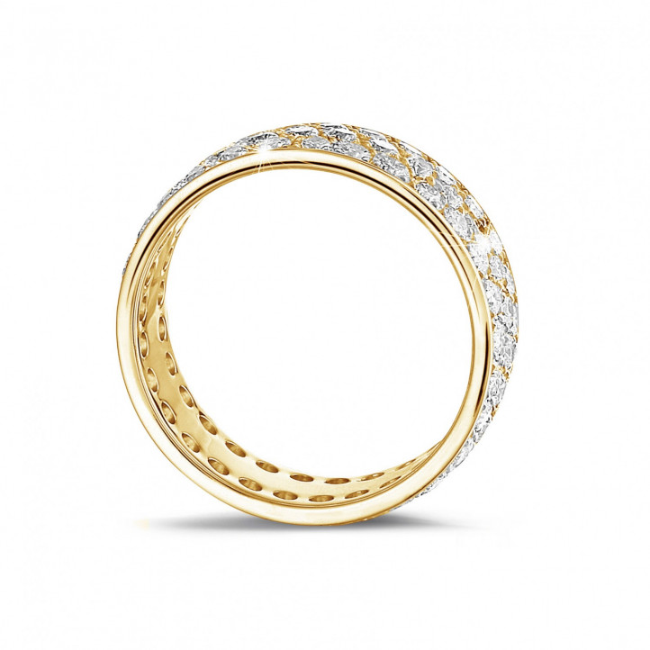 1.70 karaat alliance (volledig rondom gezet) in geel goud met drie rijen ronde diamanten