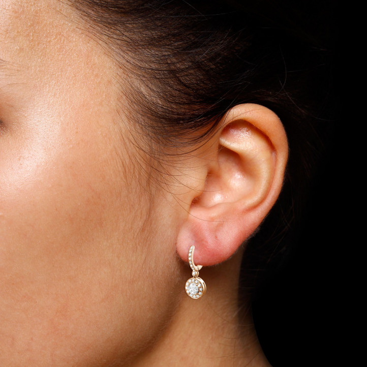 1.55 caraat diamanten halo oorbellen in rood goud