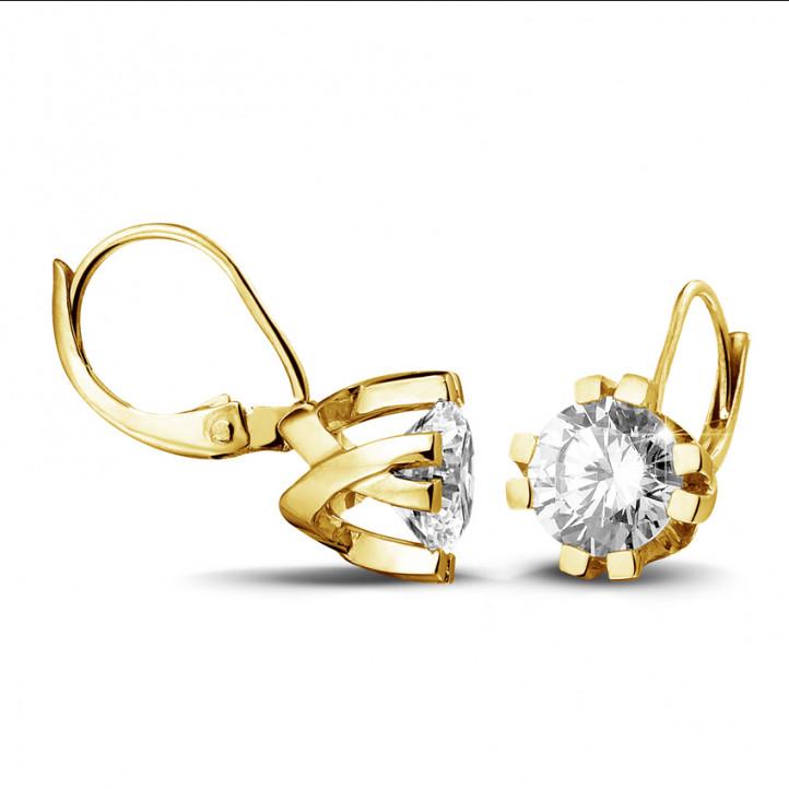 2.50 karaat diamanten design oorbellen in geel goud met acht griffen