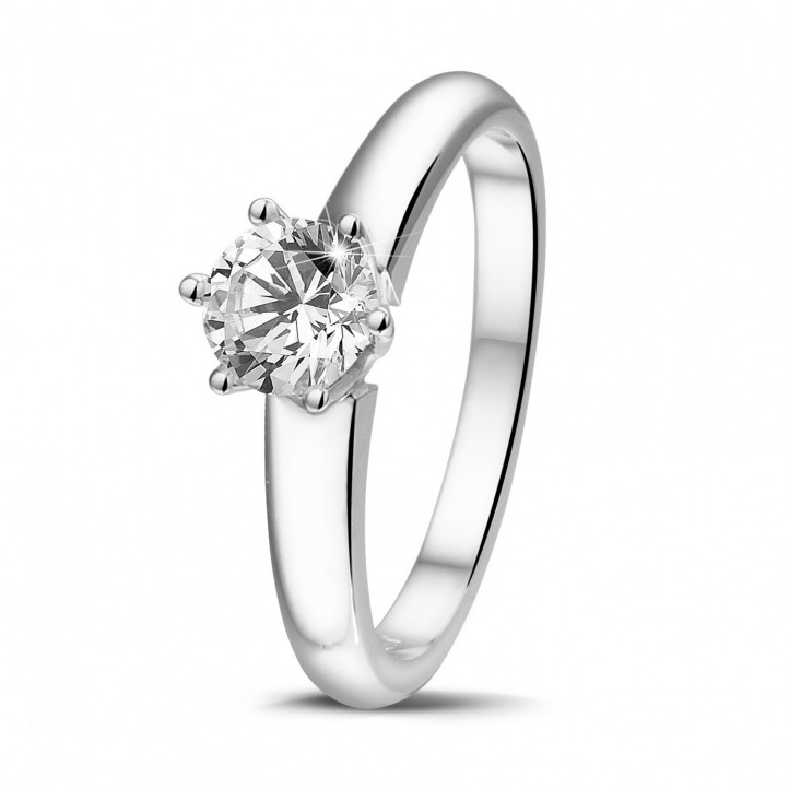 0.70 karaat diamanten solitaire ring in platina met zes griffen