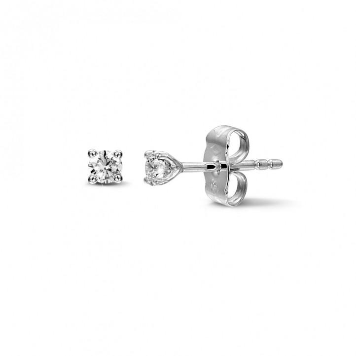 0.30 karaat klassieke diamanten oorbellen in platina met vier griffen