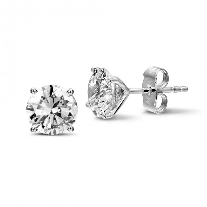 3.00 karaat klassieke diamanten oorbellen in wit goud met vier griffen
