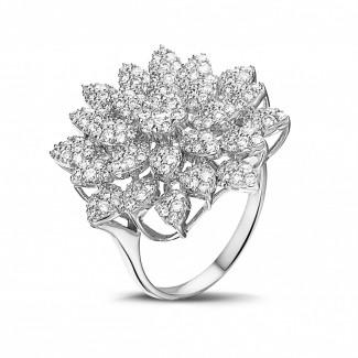 Ringen - 1.35 karaat diamanten bloemenring in wit goud