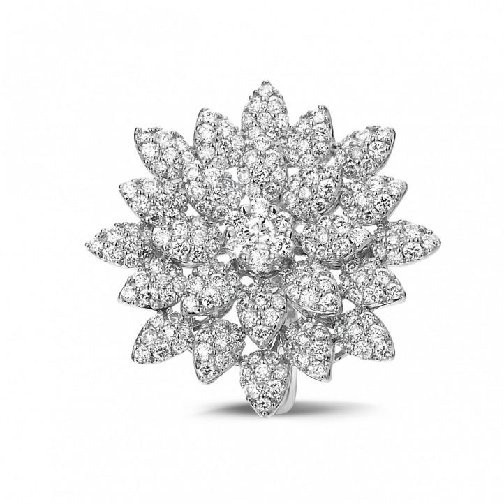 1.35 karaat diamanten bloemenring in wit goud