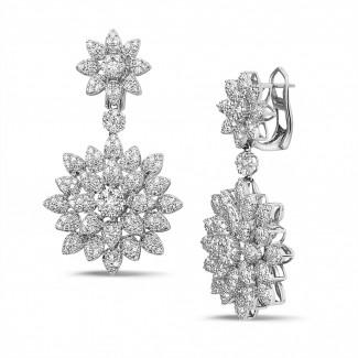 Witgouden Diamanten Oorbellen - 3.65 karaat diamanten bloemenoorbellen in wit goud