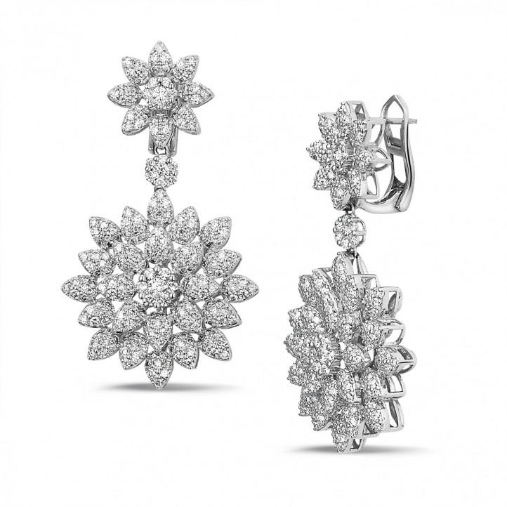 3.65 karaat diamanten bloemenoorbellen in wit goud
