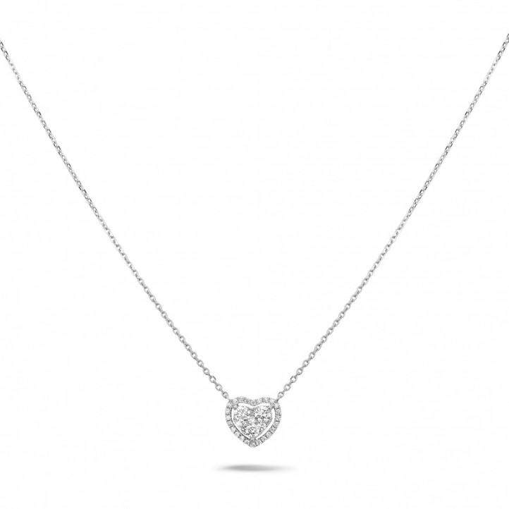 0.65 karaat hartvormige halsketting in wit goud met ronde diamanten