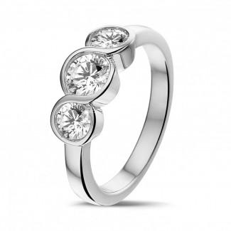 0.95 caraat trilogie ring in platina met ronde diamanten