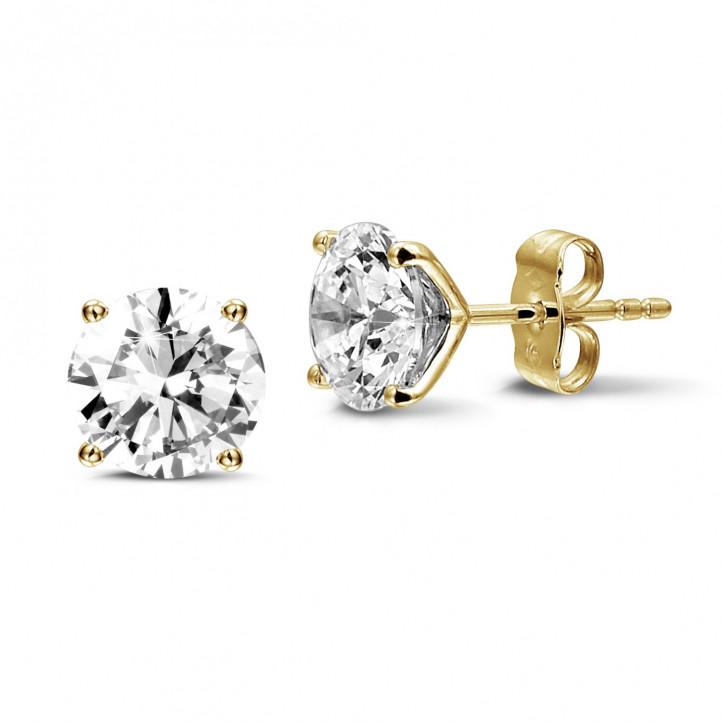 4.00 karaat klassieke diamanten oorbellen in geel goud met vier griffen
