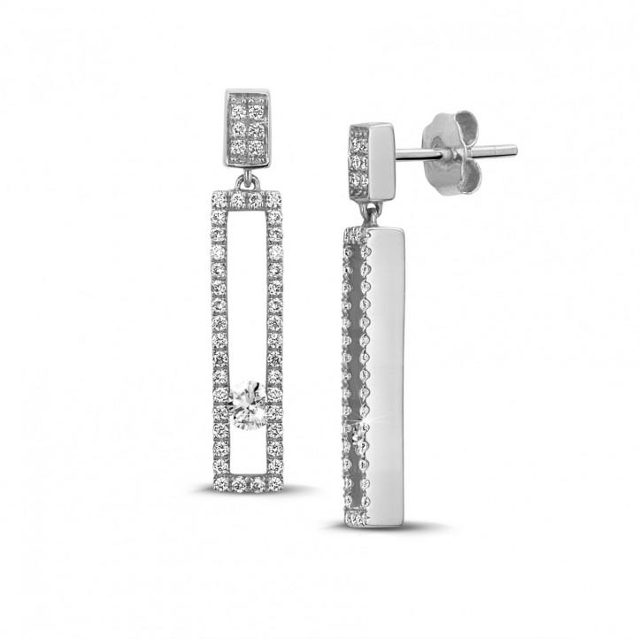 0.55 karaat oorbellen in wit goud met zwevende ronde diamanten