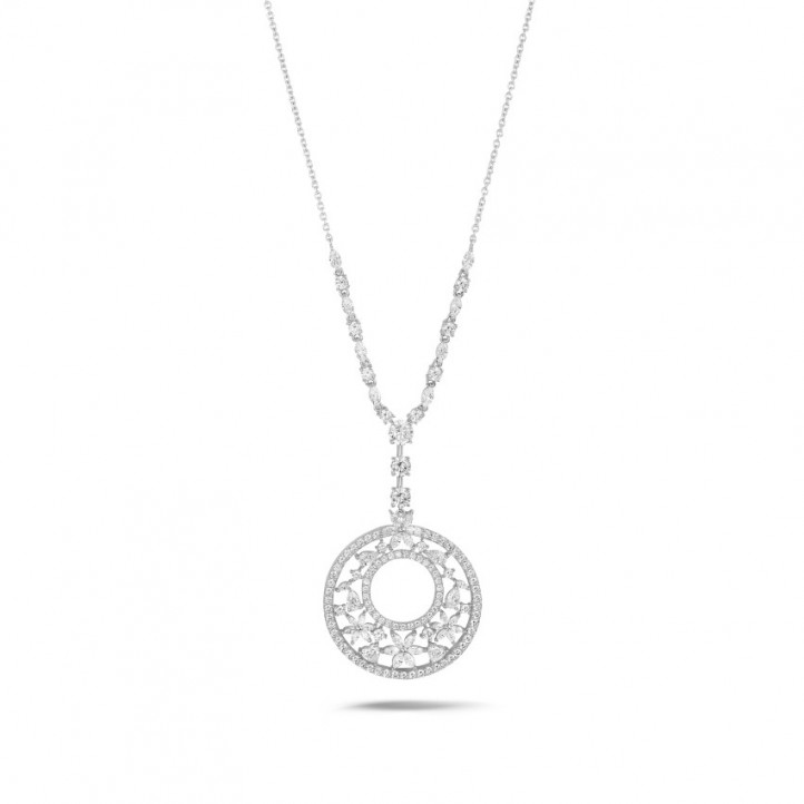 8.00 karaat halsketting in wit goud met ronde, marquise, peer- en hartvormige diamanten
