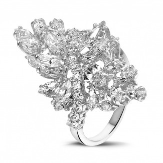 Exclusieve juwelen in wit goud - 5.80 karaat ring in wit goud met marquise en ronde diamanten