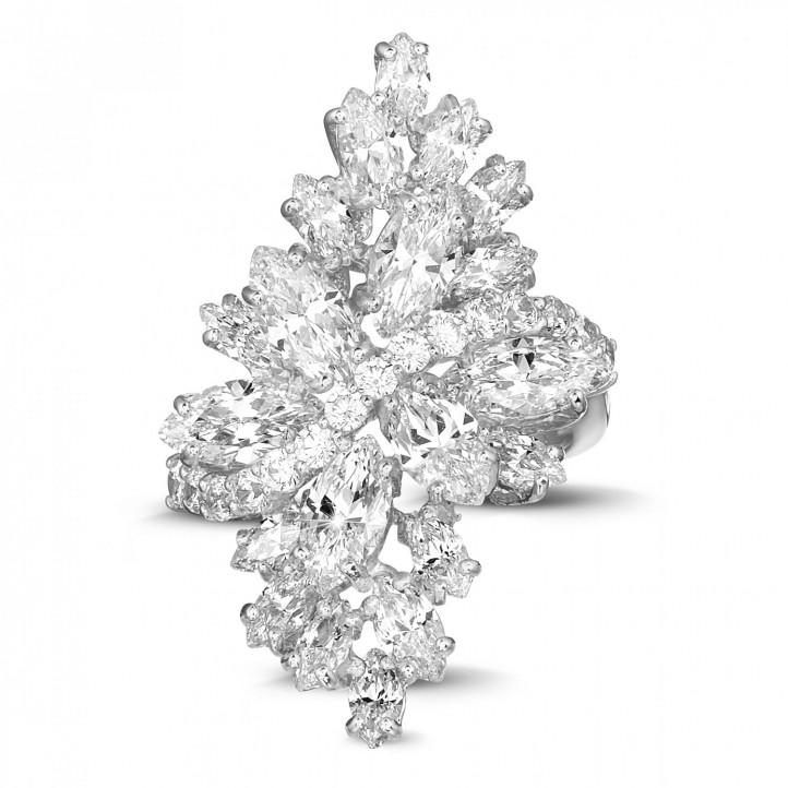 6.00 karaat ring in wit goud met marquise en ronde diamanten