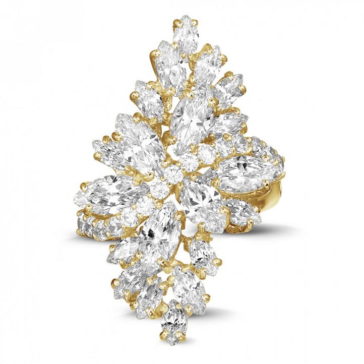 5.80 karaat ring in geel goud met marquise en ronde diamanten