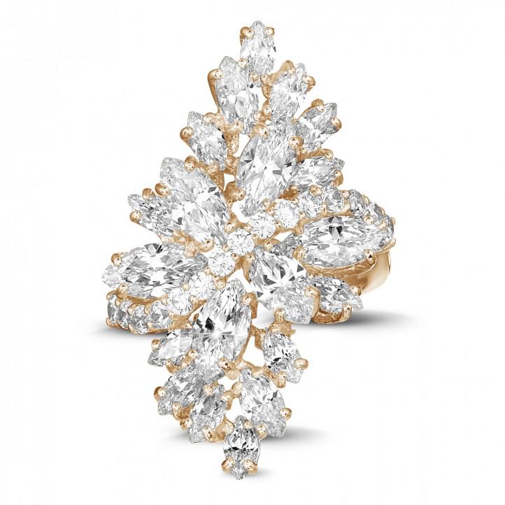 5.80 karaat ring in rood goud met marquise en ronde diamanten