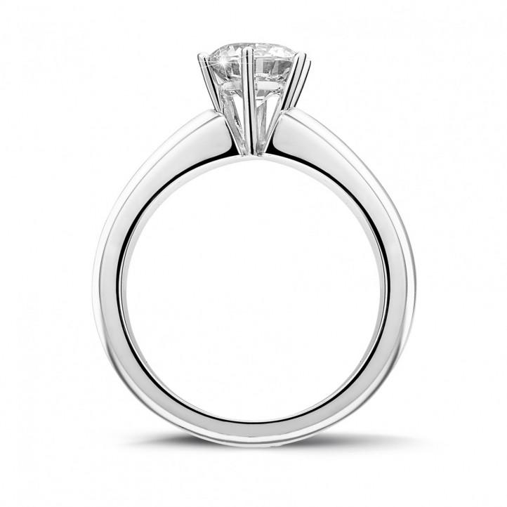 1.00 karaat solitaire ring in wit goud met zes griffen en ronde diamant van uitzonderlijke kwaliteit (D-IF-EX)