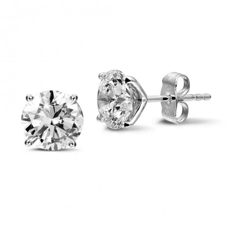 4.00 karaat klassieke oorbellen in wit goud met vier griffen en ronde diamanten van uitzonderlijke kwaliteit (D-IF-EX)