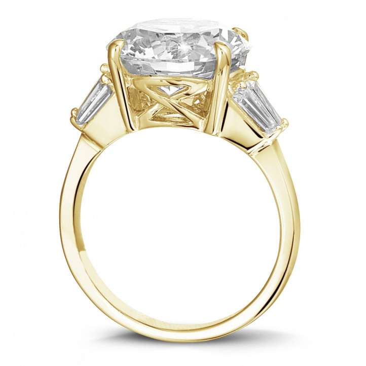Ring in geel goud met ronde diamant en trapezoïde diamanten