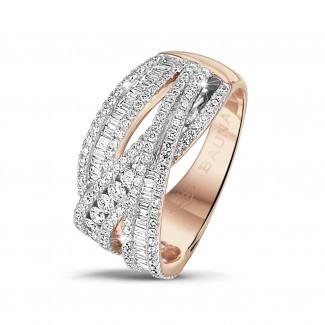Ringen - 1.35 karaat ring in rood goud met ronde en baguette diamanten