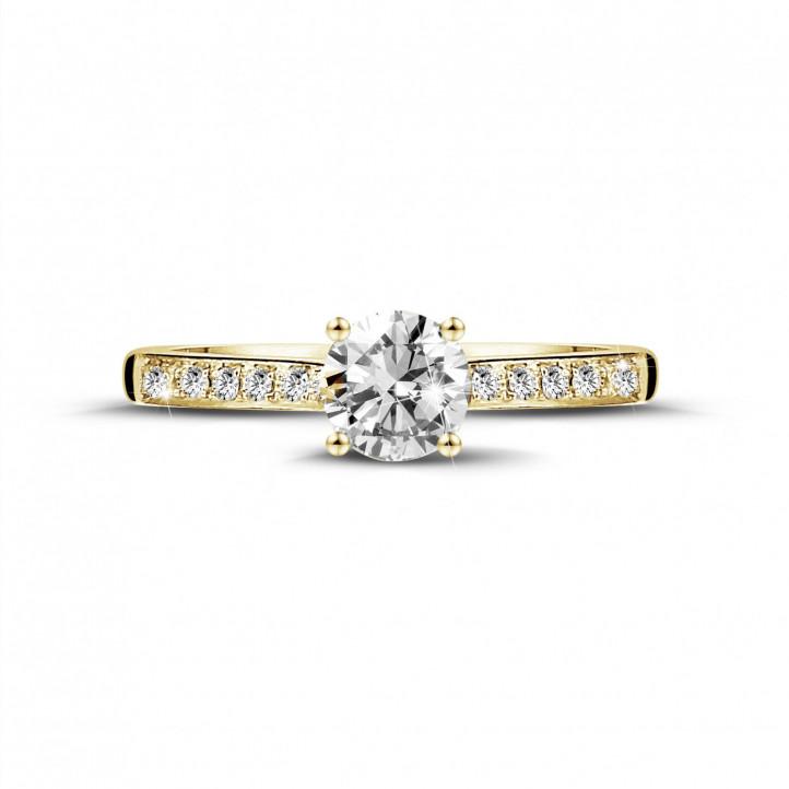 0.50 karaat solitaire ring in geel goud met vier griffen en zijdiamanten