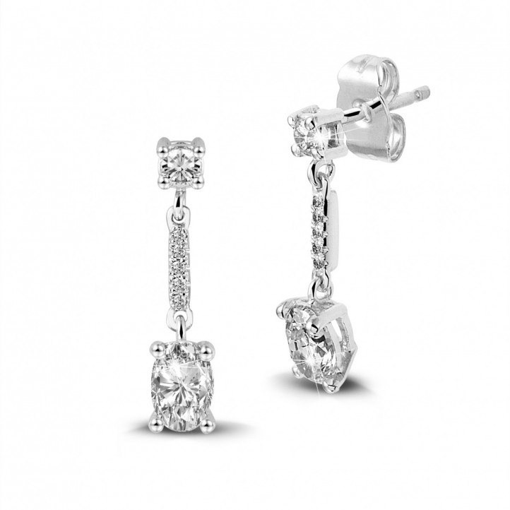 1.04 karaat oorbellen in wit goud met ovale diamanten